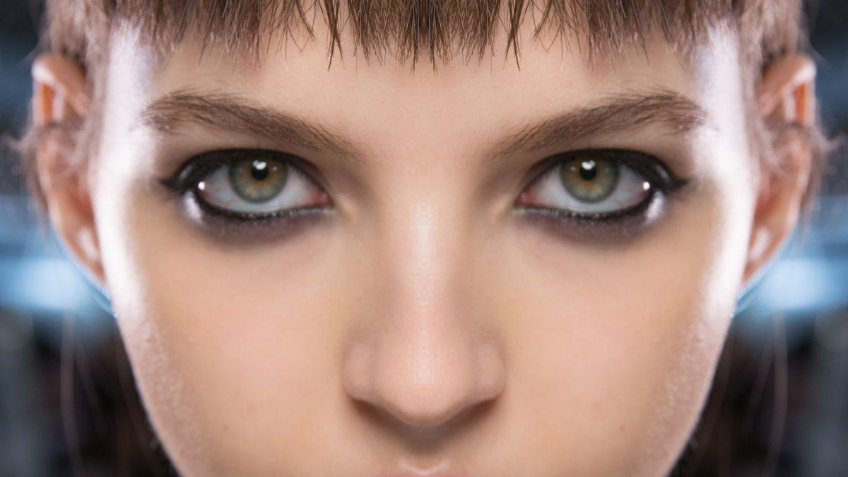 Bilder spiegeln für ein symmetrisches Gesicht.