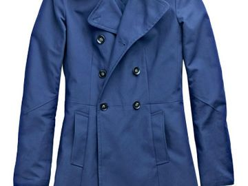 Blauer Trenchcoat für New York