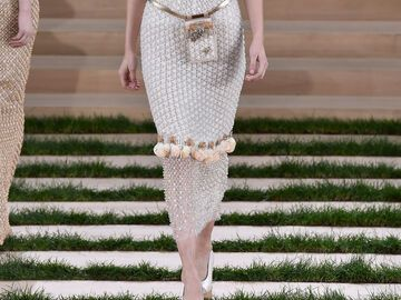 Bella Hadid  - Chanel Couture Spring/Summer 2016