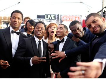 "Susan Sarandon photobombt den ""Straight Outta Compton"" Cast"