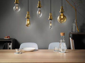 Lampe über Esstisch