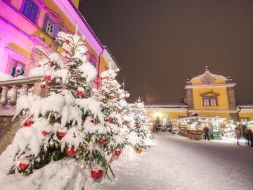Schloss Hellbrunn Weihnachtsmarkt.Weihnachtsmarkt Salzburg