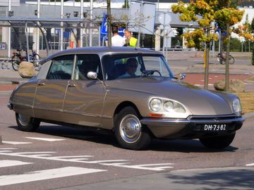 auto-legenden-citroen-ds