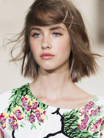 Frisuren um kurze haare wachsen zu lassen