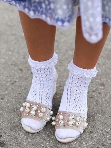 sports shoes 2ec67 5c7ca Oktoberfest: Welche Schuhe passen zum Dirndl?
