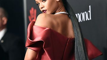 rihanna-diamond-ball-480-2010569.jpg